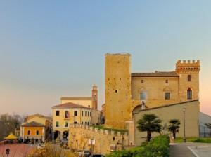 veduta del castello e del borgo di Crecchio
