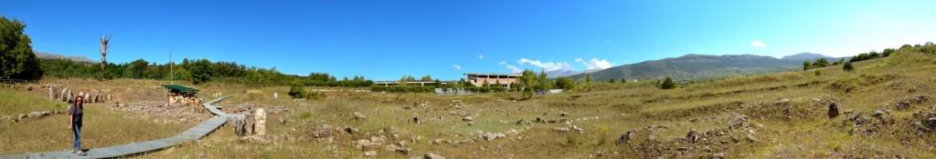 Vista Panoramica della Necropoli di Fossa (Foto di Raffaella Claudia Mele)