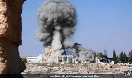 """Le """"quattro pietre e poco più"""" del tempio di Bel a Palmira fatte saltare in aria. Dobbiamo davvero rimboccarci le maniche, cari storytellers (credits: Archeomatica)"""