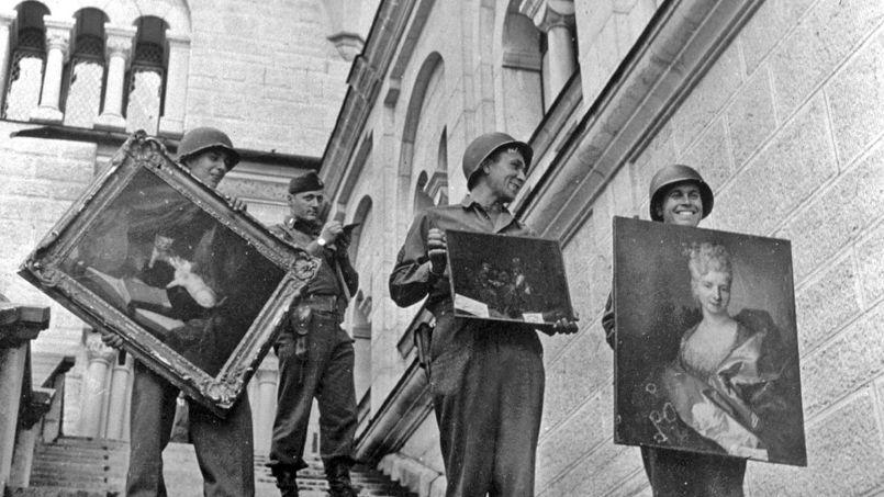 I Monuments Men (quelli veri) restituiscono al Louvre alcune delle opere recuperate