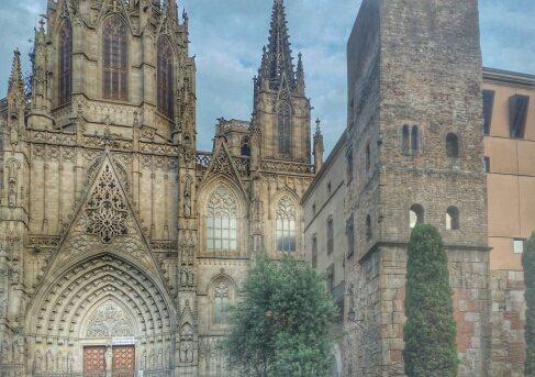 La cattedrale di Barcellona e le mura romane di Barcino